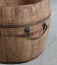 detail-wooden-urn